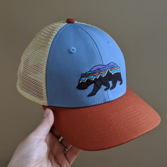 04137056 Patagonia Fitz Roy Bear Trucker Hat. M_5c2e076cc2e9febdf0c52add